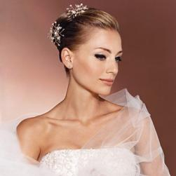 elegant wedding hair style with clips