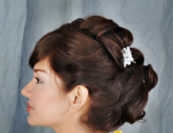 Big rolls bridal hairstyle with white flower hairclip pictures.PNG
