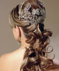 Beautiful Curly Wedding Hairstyles on Curly Bridal Hairstyle With Beautiful Crystal Hair Clip In Big Size