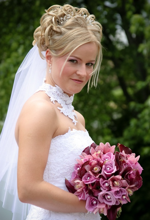 Classic bride curly hairstyle in blond with pearl hair clips.PNG