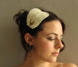 Bridal Pearls Headband with curly bride hair.PNG