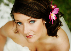 Beach wedding hairstyle with pink fresh tropical flower hairclip photos.PNG
