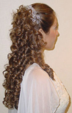 Big curly hairstyle with floweral head band.jpg