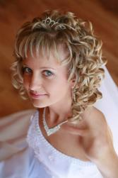 wedding hairstyle with big curls.jpg