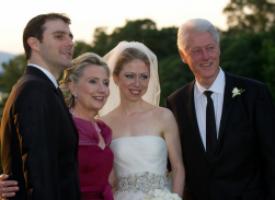 Chelsea's husband, Hillary Clinton, Chelsea Clinton and former president Bill Clinton.PNG