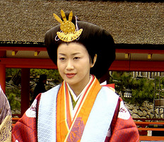 Traditional Japanese bride hairstyle picture.PNG