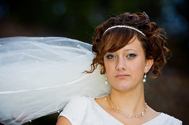 Cute curly bridal hairstyle with veil.PNG