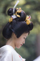 Traditional kanzashi hair ornaments.PNG