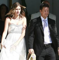 Rhea Durham and Mark Wahlberg wedding pictures_Mark Wahlberg wife.PNG