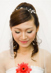 Young wedding hairstyle with a simple style with veil.PNG