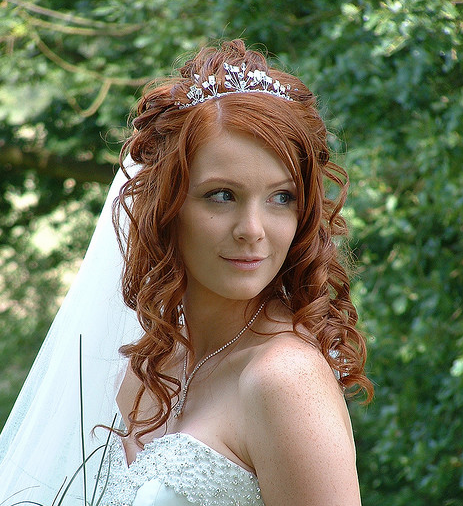 Wedding Hairstyle For Long Hair With Veil: Red Hair Curly Bridal Hairstyle With Veil With Pretty Long