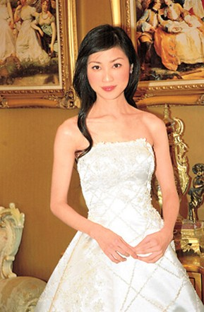 Asian Bride Hairstyle With Long Simple Hair Jpg