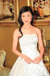 Asian bride hairstyle with long simple hair.jpg