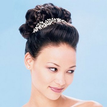 Wedding Hairstyles  Tiara on Asian Bridal Hairstyle With Big Tiara Jpg