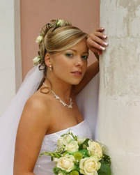 Two toned wedding hairstyle with fresh roses hairclips.PNG