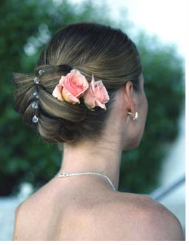 Beautiful wedding hairstyle with two fresh roses in peach color.PNG