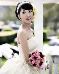 Cute Asian bridal hairstyle with headband and fresh flowers on the left side.PNG