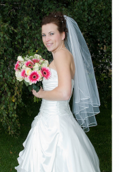 Beautiful wedding pictures of classic bridal hairstyle with veil.PNG