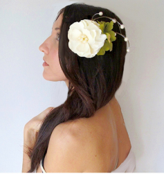 Down bridal hairstyle with big white flower hairclip picturess.PNG