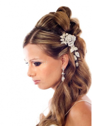 Beautiful wedding hairstyle clips picture_bride with pretty curly hairstyle.PNG