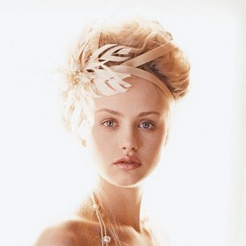 short wedding hairstyle with 50s bridal hairstyle.jpg