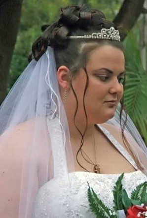 bridal updo with tiara and veil.jpg (49 comment)