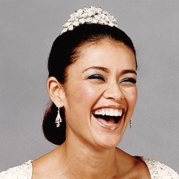 elegant wedding hairstyle with Rendezvous Tiara.jpg